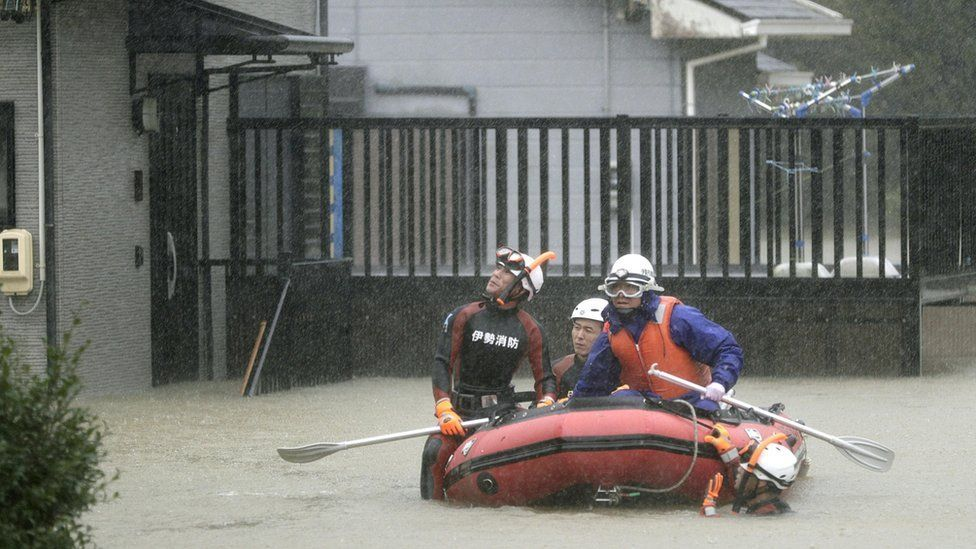Siêu bão quét qua Nhật, thương vong nhiều, phố xá tan hoang
