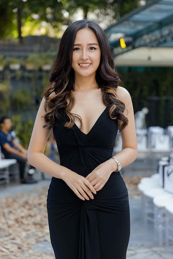 Mai Phương Thuý khá kén chọn trong việc đi dự sự kiện, thường là các mối quan hệ thân thiết cô mới nhận lời.