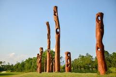 Nhiều nghệ sĩ quốc tế trưng bày các tác phẩm độc đáo trong rừng