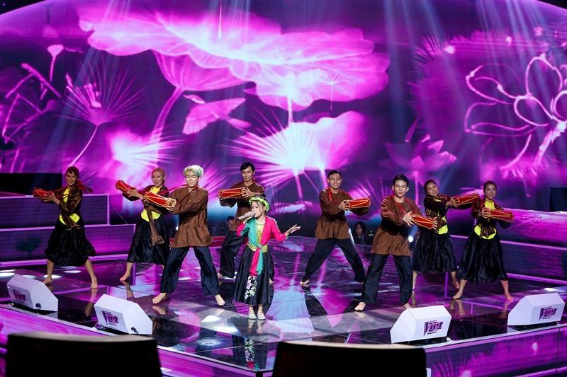 Bị chảy máu cam, học trò Hương Giang vẫn 'đốn tim' khán giả vì giọng hát ấn tượng