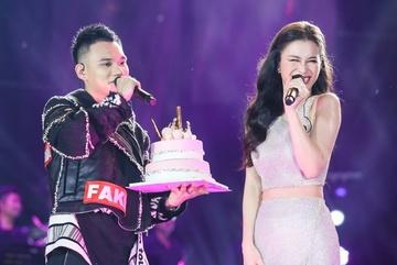 Khắc Việt tổ chức sinh nhật sớm cho Đông Nhi ngay trên sân khấu