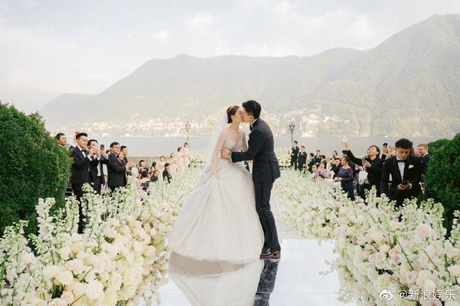 Lễ cưới đẹp như mơ của sao nữ 'Thiên long bát bộ' Văn Vịnh San