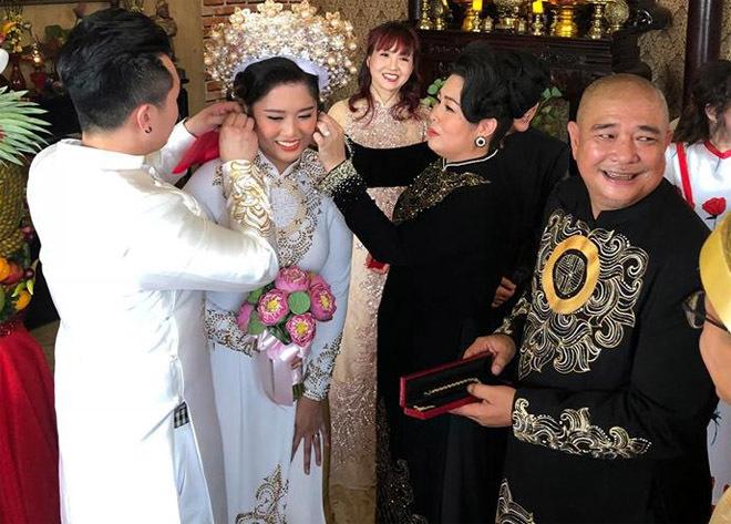 Hồng Vân khoe ảnh với chồng Lê Tuấn Anh cách đây 33 năm