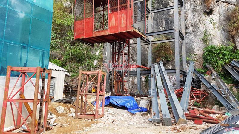 Thang máy 102 tầng ở phố cổ Đồng Văn được xây rồi tạm dừng thế nào?