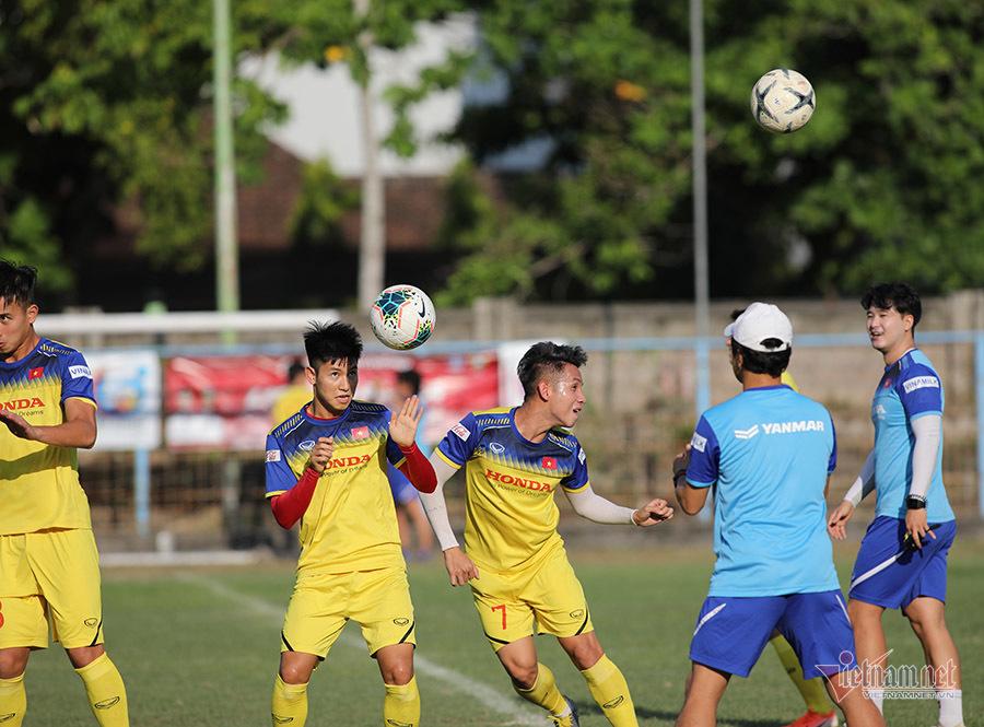 HLV Park Hang Seo đăm chiêu, tính kế đấu Indonesia