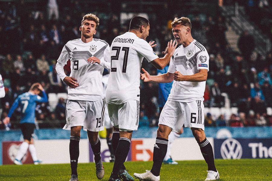 Chơi thiếu người từ phút 14, Đức vẫn thắng đậm