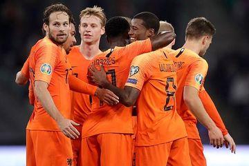 Van Dijk mắc lỗi, Hà Lan thắng hú vía