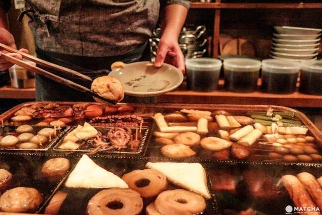 Kinh ngạc: Nhà hàng đun nồi nước dùng từ nửa thế kỷ trước cho khách ăn