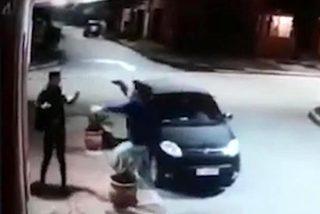 Phản ứng bất ngờ của tên cướp khi phát hiện nạn nhân là bạn
