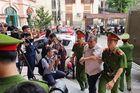 Vợ ông Triệu Tài Vinh vắng mặt tại phiên xét xử vụ tiêu cực điểm thi