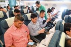 Vietnam Airlines pilots free wifi service for 30 minutes