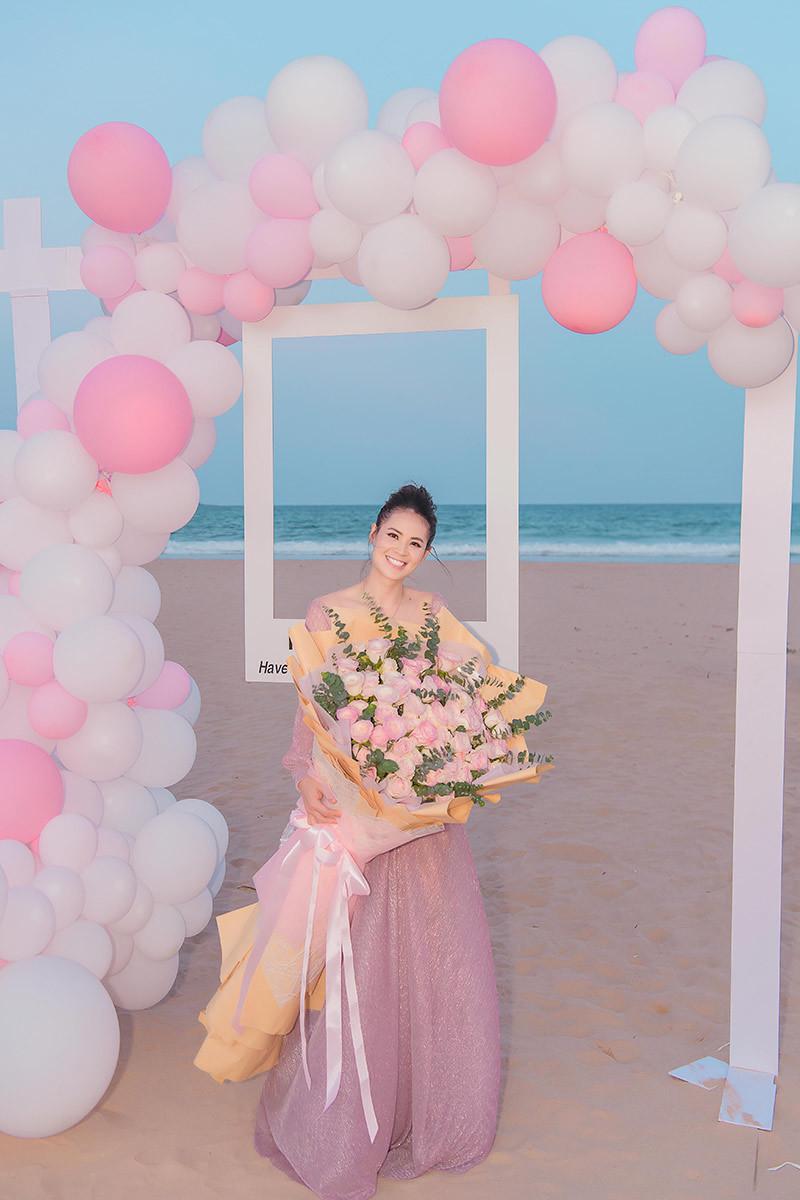 Sang Lê tổ chức sinh nhật trên bãi biển cùng con gái cưng