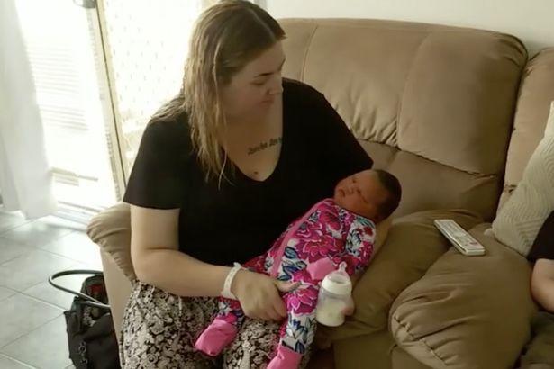 Bé gái 'sumo' nặng gần 6kg khi chào đời