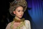 Ngô Thanh Vân lên tiếng về việc mặc áo dài không nội y và chỉ trích ca sĩ Mỹ