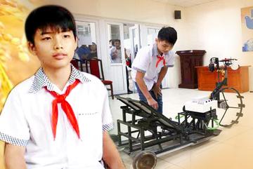 Học sinh trường làng chế tạo máy cấy lúa khiến nhiều người kinh ngạc