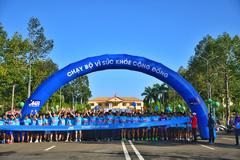 Hơn 500 vận động viên chạy bộ vì sức khỏe cộng đồng