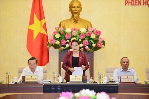Vietnamese legislators deliberate reports on socio-economic development