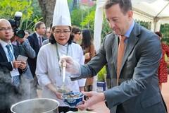 Giới thiệu tinh hoa ẩm thực Việt Nam trên đất Pháp