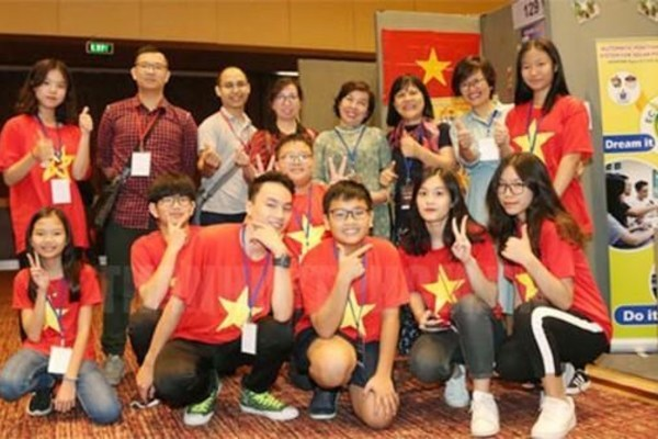 Vietnamese students,gold medal,silver medal,International Young Investors Awards IYIA 2019,invention,Indonesian Invention and Innovation Promotion Asso,World Invention Intellectual Property Associations