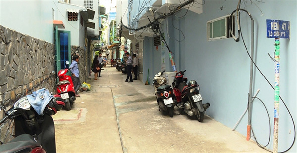 Doing their civic duty: HCM City residents donate land to widen alleys