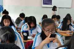 Phản đối sử dụng điện thoại hay thay đổi phương pháp dạy và học?