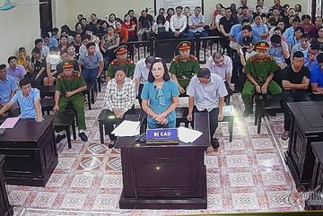 Cựu nữ Phó GĐ Sở nghẹn ngào phân trần tại tòa, lộ loạt tin nhắn nhờ vả