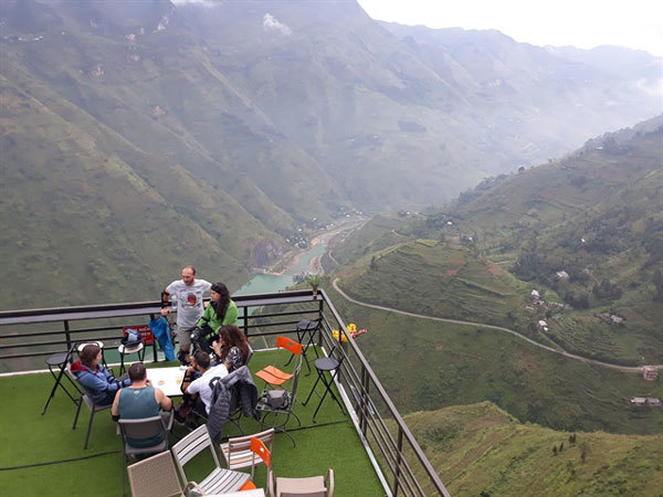 Controversial cafe on Ma Pi Leng Pass told to close