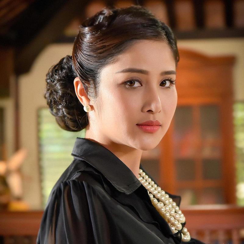 Thảo Trang mặc đồ bảo hộ khi đóng cảnh nóng 'Tiếng sét trong mưa'