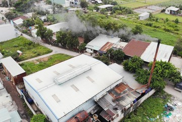 Where should HCMC's polluting workshops be relocated?