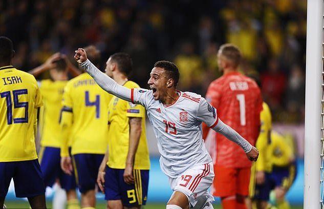 Thoát hiểm phút cuối, Tây Ban Nha đoạt vé dự EURO 2020