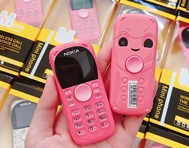 Điện thoại mini 250.000 đồng/chiếc tràn lan, khách nếm 'quả đắng' vì ham đồ siêu rẻ