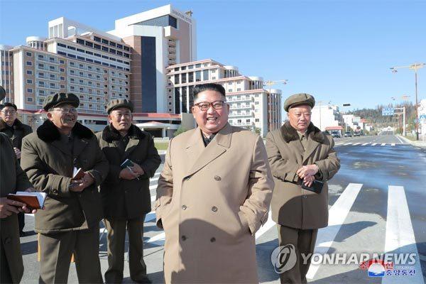Kim Jong Un cưỡi ngựa thăm núi thiêng, lên án Mỹ