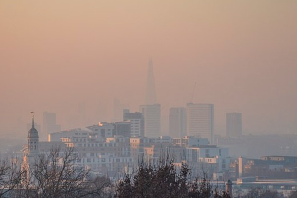 Bụi mịn, không khí ô nhiễm làm trí nhớ con người 'già' cả chục tuổi
