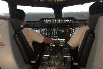 Giám sát viên hàng không nhận lương 'khủng' hơn 200 triệu đồng/tháng