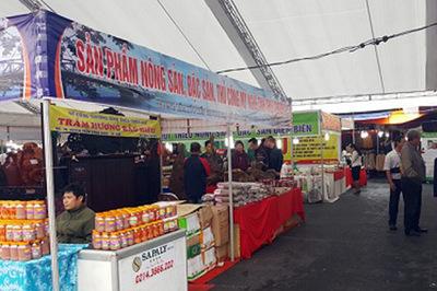 400 gian hàng tham gia Hội chợ thương mại, du lịch quốc tế Việt - Trung