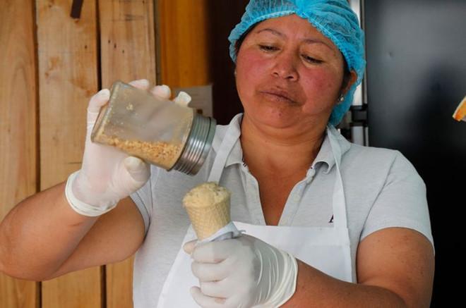 Kem vị chuột lang 1 USD/chiếc đắt hàng tại Ecuador