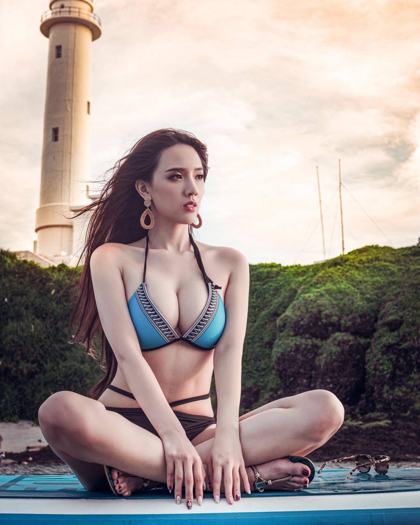 Người mẫu nóng bỏng Đài Loan bị tố bán dâm năm 18 tuổi