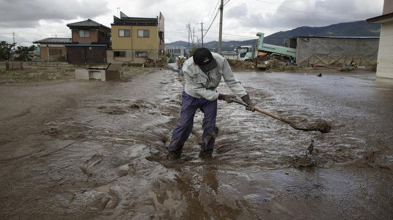 Siêu bão gây thiệt hại khủng khiếp cho Nhật, số người chết tăng vọt