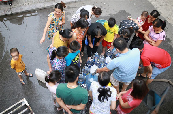 Hanoi advises residents not to use tap water for cooking