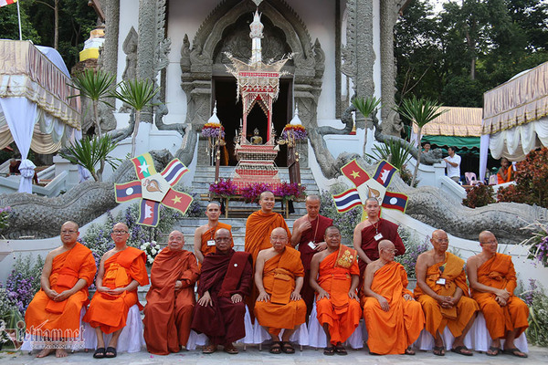 53 Southeast Asian monks go on a pilgrimage to five countries, calling for peace and mutual-respect