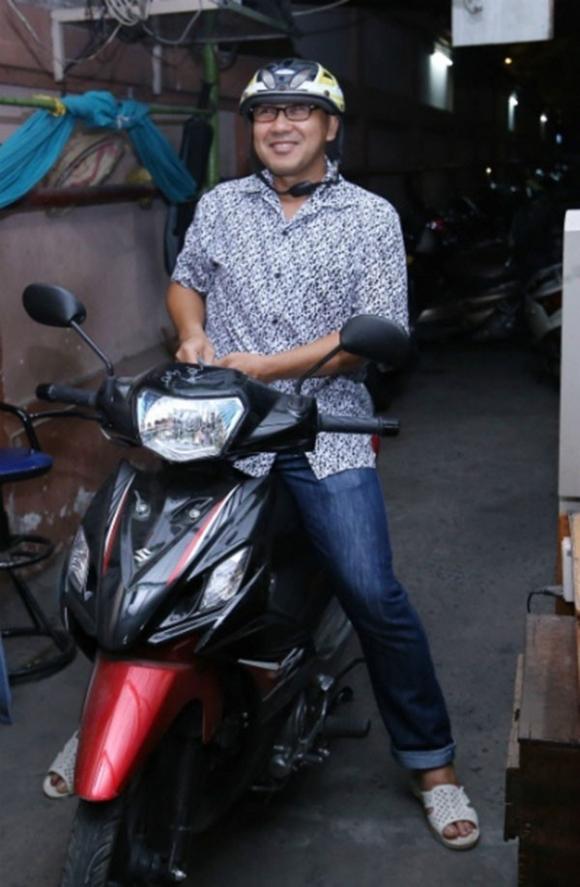 Sao Việt nhà xe tiền tỷ vẫn mặc đồ chợ, đi xe máy, ăn cơm bụi