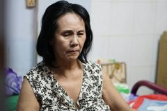 Bệnh tật đeo bám, nghệ sĩ Hoàng Lan chật vật kiếm tiền nuôi thân