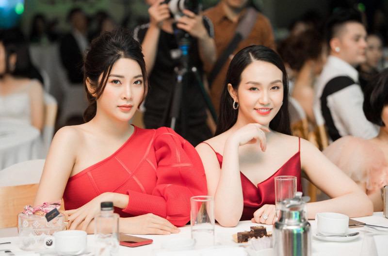 Yan My diện váy đỏ lệch vai khoe dáng gợi cảm