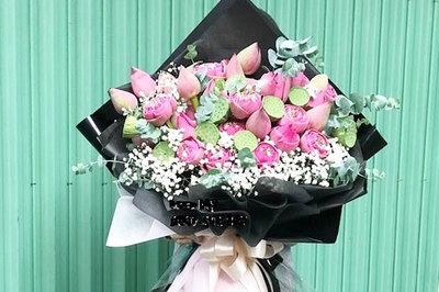 Bó hoa khổng lồ - xu hướng quà tặng 20/10 năm nay