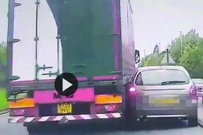 Ô tô con kèn cựa đòi vượt xe container