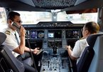 Vietnamese air carriers raise pay for pilots, cabin crew