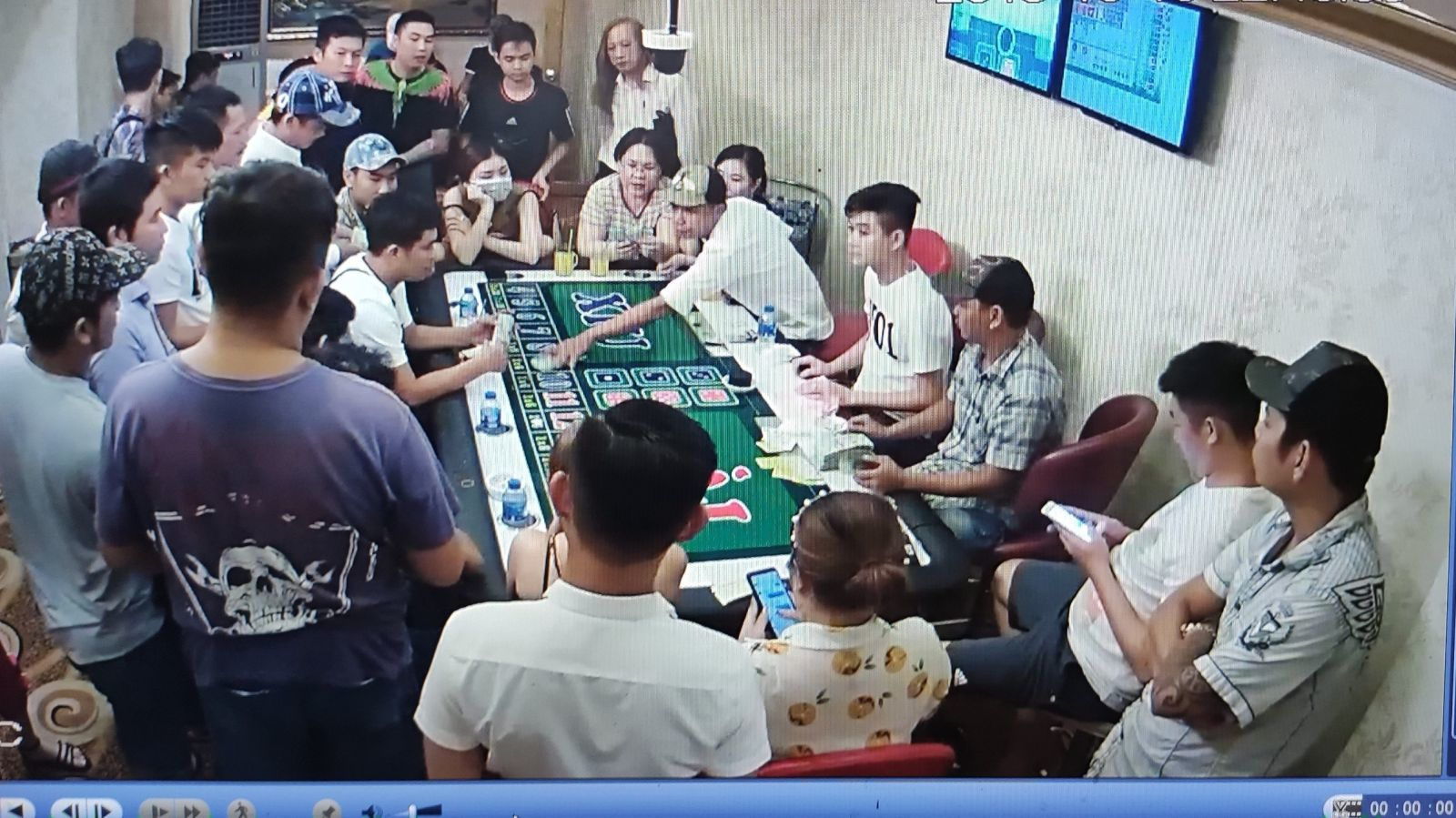 '. Bắt ổ đánh bạc trong khách sạn giữa trung tâm Cần Thơ .'
