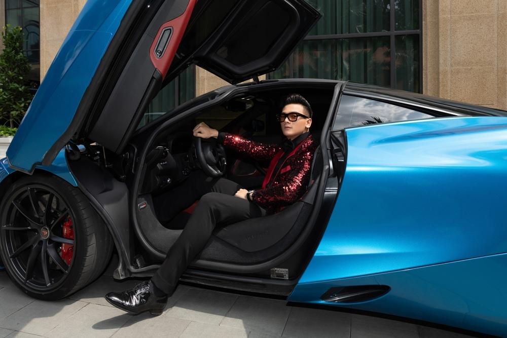 Diễn viên 'Gái già lắm chiêu 3' đi dàn siêu xe trăm tỷ dự sự kiện