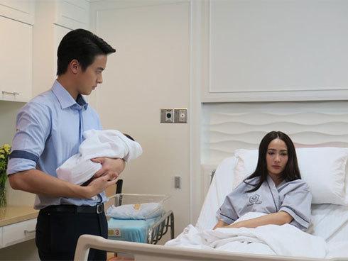 """Gái ế tìm """"tình một đêm"""" để xin đứa con, nhưng ngày nhập viện sinh, nhìn vị bác sỹ trẻ bế con mình trên tay mà cô choáng váng"""