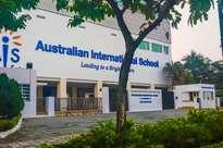 Hai chị em sinh đôi đang học ở trường quốc tế TP.HCM tự tử tại nhà riêng